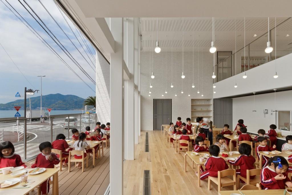 5563f7dfe58eceeb8d00007e_ob-kindergarten-and-nursery-hibinosekkei-youji-no-shiro_khb312_d_63239-5