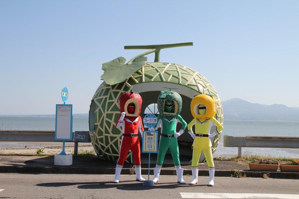 fruit-bus-stops-heroes