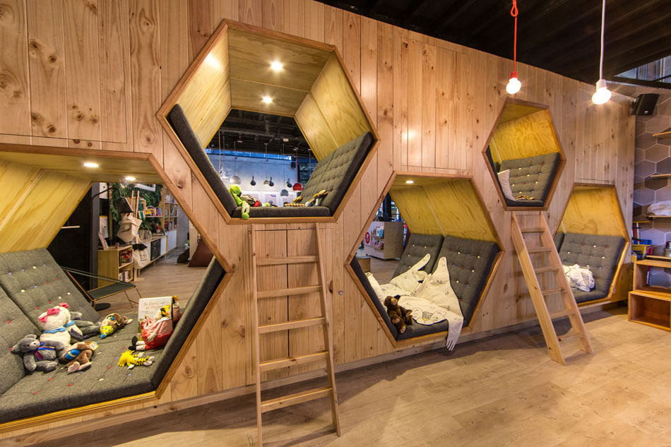 9-¾-Bookstore-and-Café-by-Plasma-Nodo