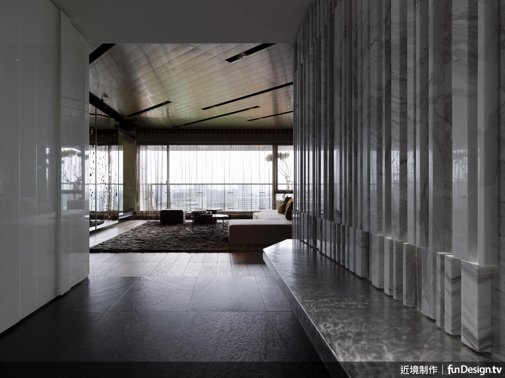 以薄石板營造織品般的視覺,是唐忠漢總監跳脫素材框架的創意思考。