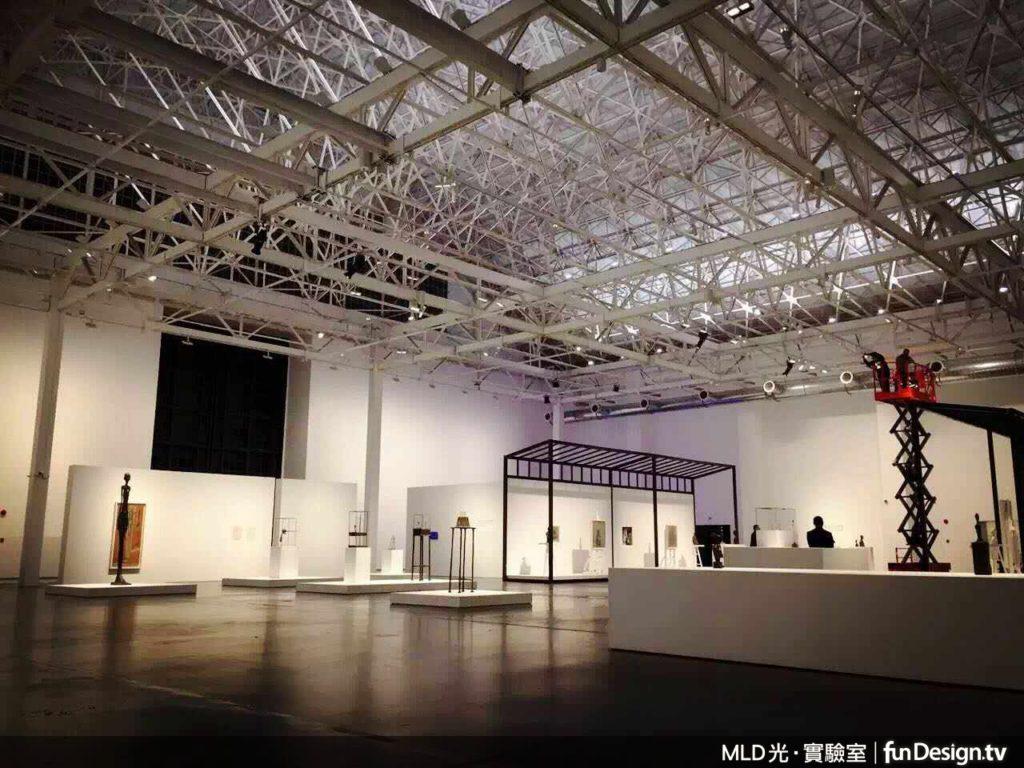 上海余耀德美術館日前舉辦「賈柯梅蒂回顧展」,展場照明設計由MLD 光•實驗室操刀。
