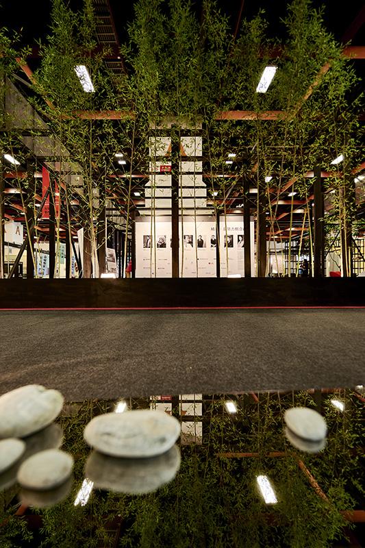2016室內設計週,青竹與鵝卵石為展館增添些許禪境之美。