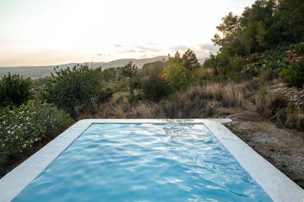 IBIZA-CAMPO-LOFT-Standard-Studio-Ibiza-Interiors-15-600x398