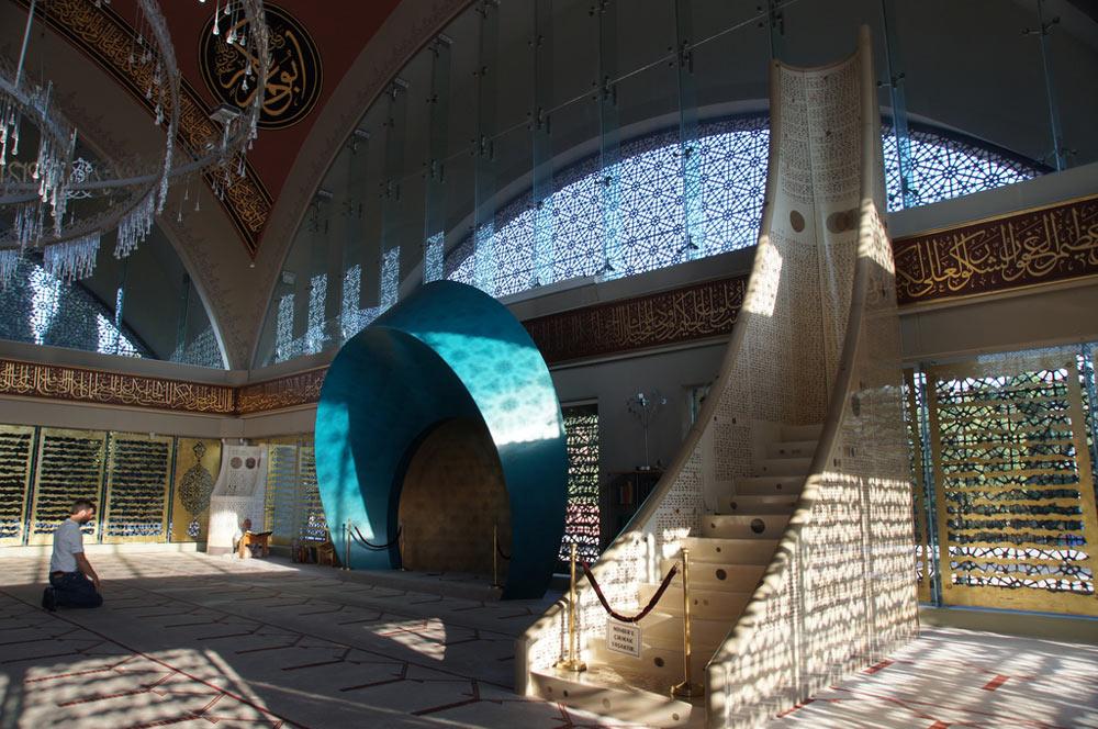 roundup-religious-3-sakirin-mosque