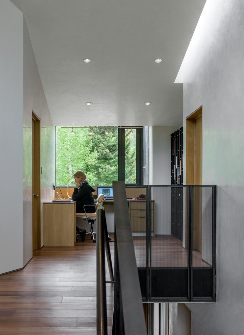hallway-desks_011016_10