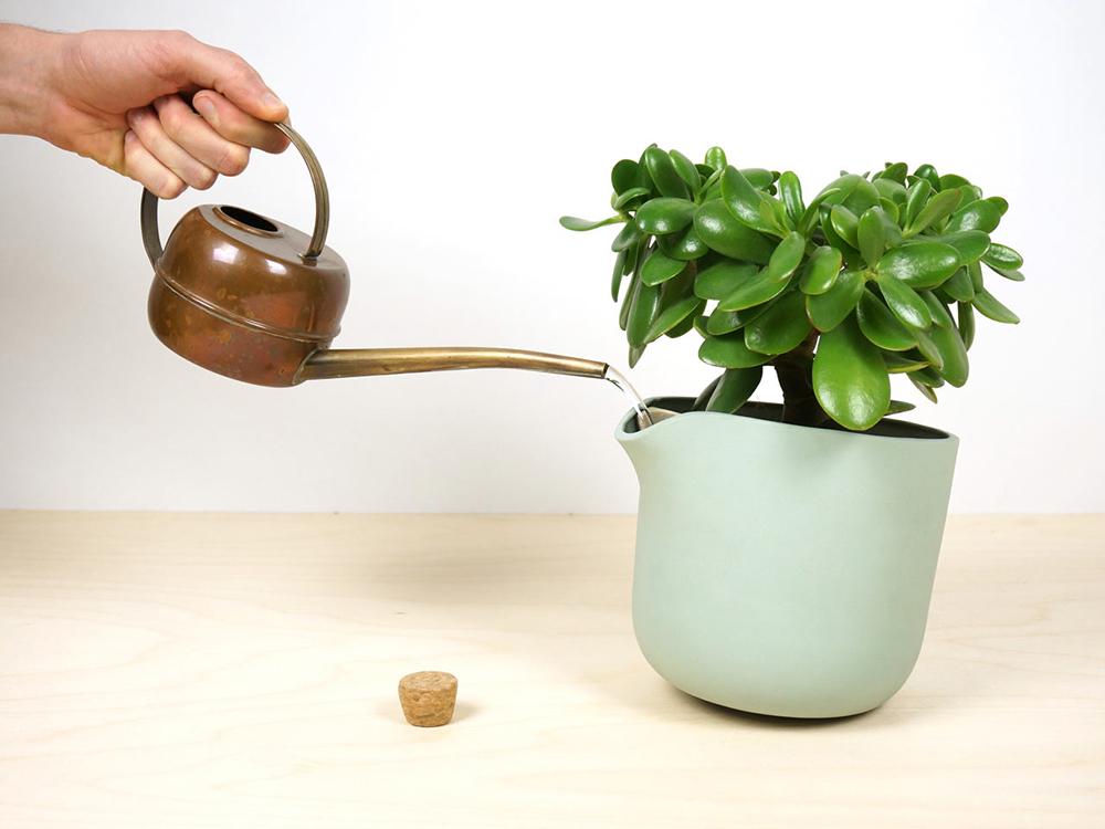studio-lorier-self-watering-flowerpot-natural-balance-1