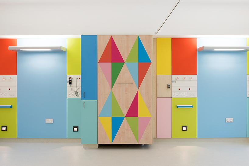 morag-myerscough-sheffield-childrens-hospital-bedrooms-designboom-05