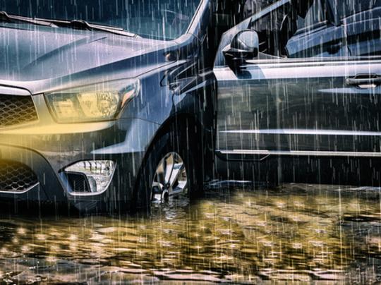 น้ำท่วม ประกันรถยนต์ชั้นไหนคุ้มครองบ้าง เงื่อนไขคืออะไร
