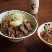 Grilled Beef Dry Ramen and Zuwaigani Salad Set