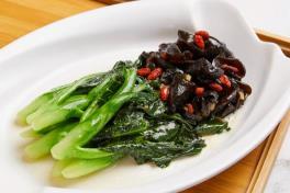 糖酒云儿炒芥兰 Stir Fried Kai Lan w Black Fungus