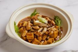 鸡粒豆腐煲 Beancurd w Chicken and Shrooms