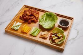 缤纷乳香肉 Fragrant Crispy Pork in Lettuce