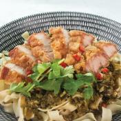 Crispy Pork Knife Shaved Noodles <br> 炸花腩刀削面