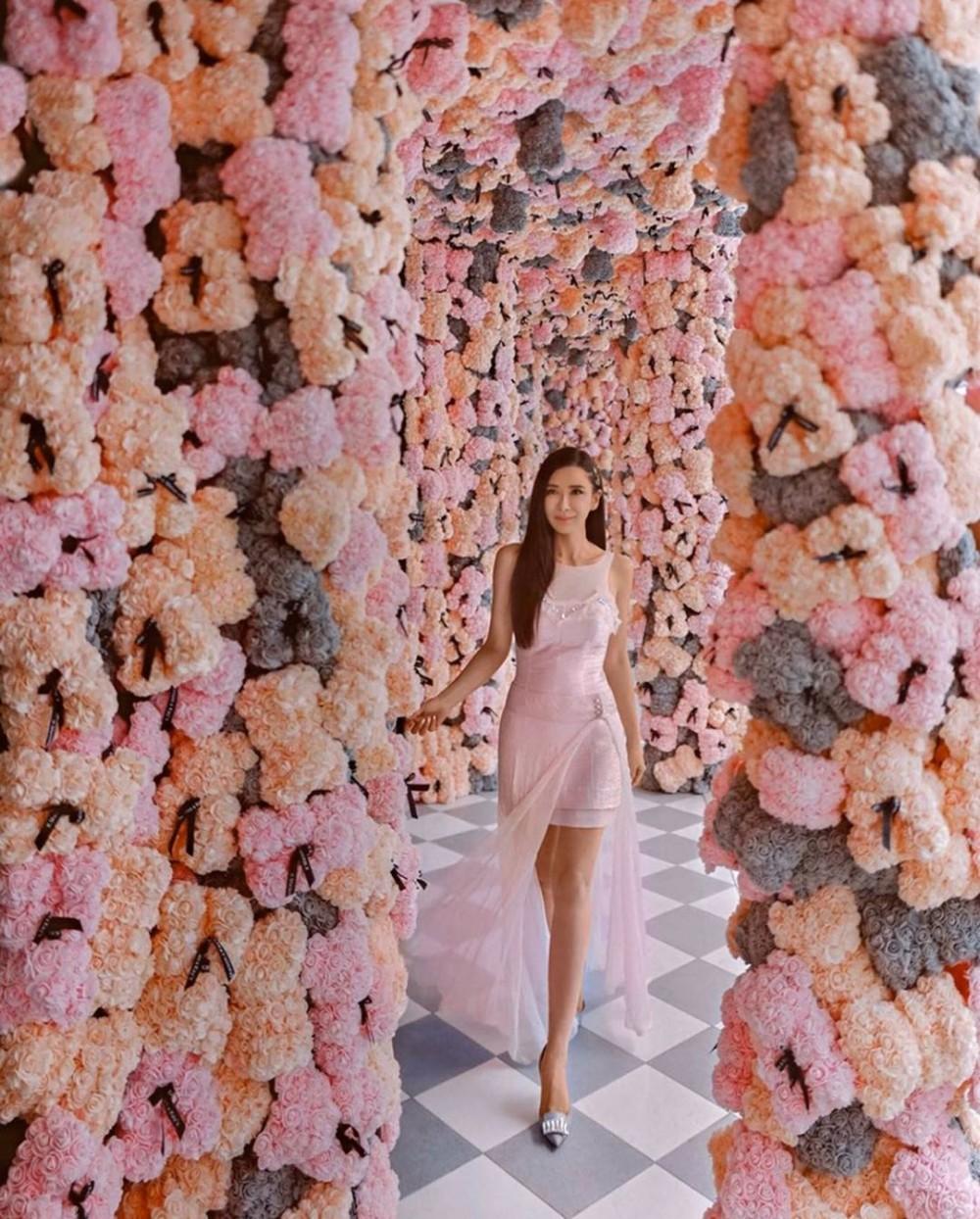 泰國曼谷夢幻花海Cafe Kay's Boutique Breakfast 2萬朵花組成浪漫大型花牆