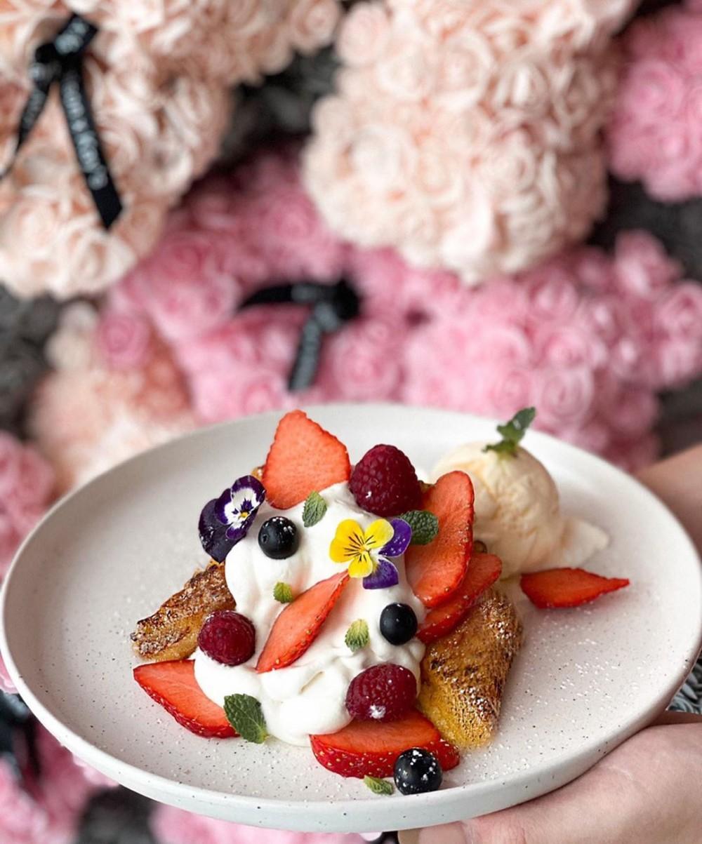 泰國曼谷2萬朵花大型花牆 Kay's Boutique Breakfast