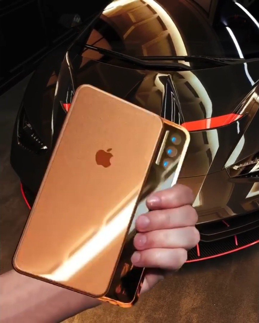 Iskander Utebayev早前還創作了「 iPhone Slide Pro