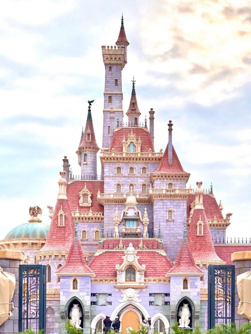 如果大家等不及「灰姑娘城堡」,可以先到東京迪士尼絕美粉色《美女與野獸》的公主城堡打卡