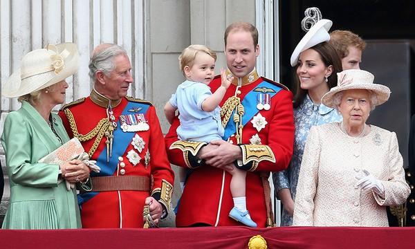 現在就不如先讓小編帶大家窺探一下有關英國皇室穿搭規則的小秘密吧!