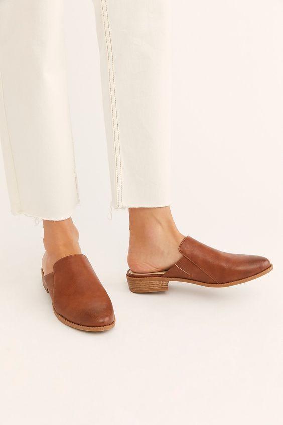 「穆勒鞋」(Mule Shoes)