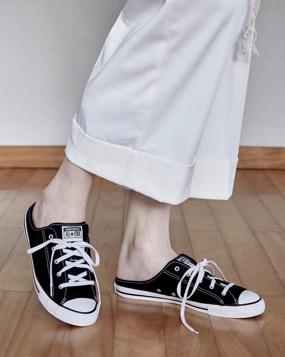 Converse的 Chuck Taylor 懶人 Mule Shoes 拖鞋