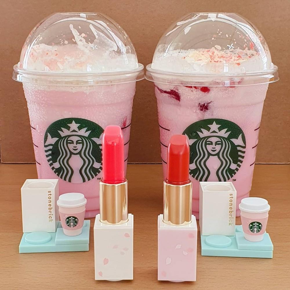 韓國Starbucks買兩杯飲品隨機送櫻花積木唇膏