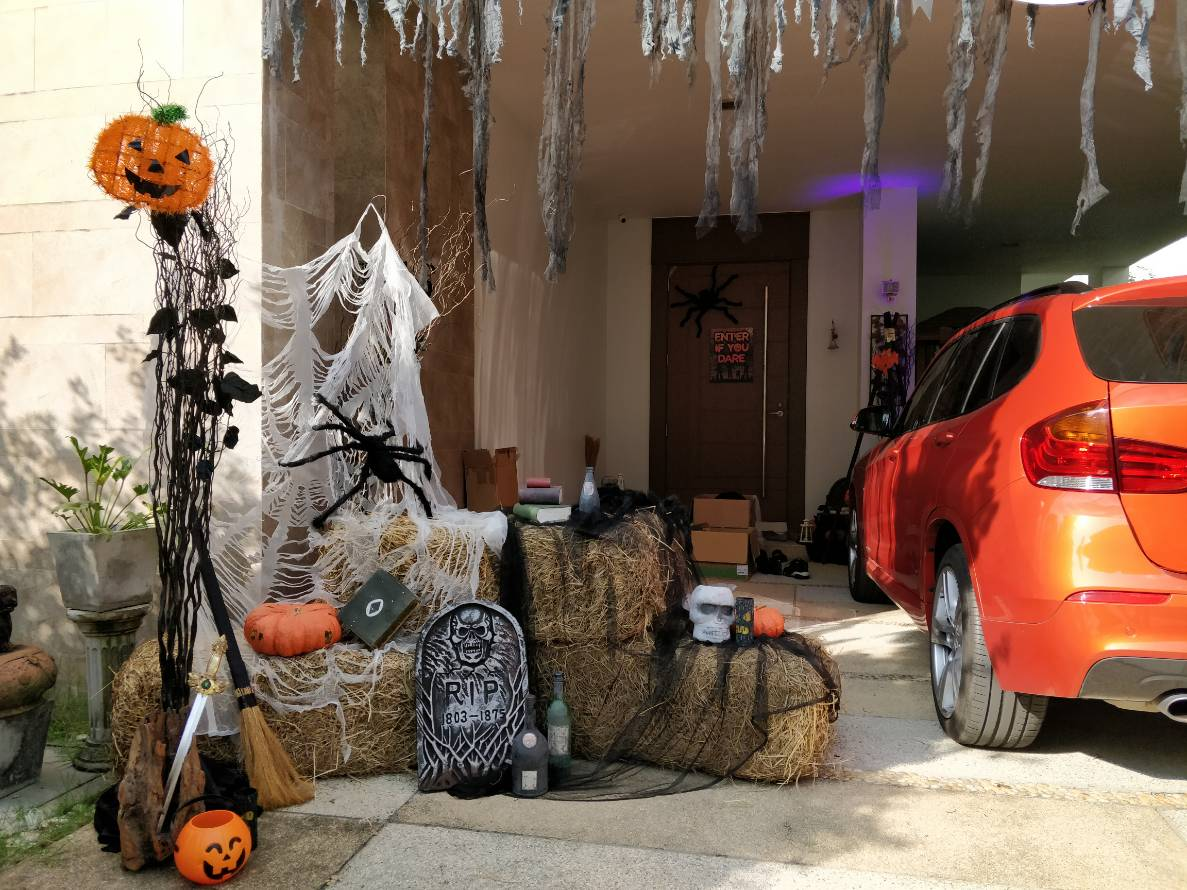 Halloween decoration and Halloween party ideas for family, house party, Halloween event, company, shop, store, showroom, hotel, department store, school