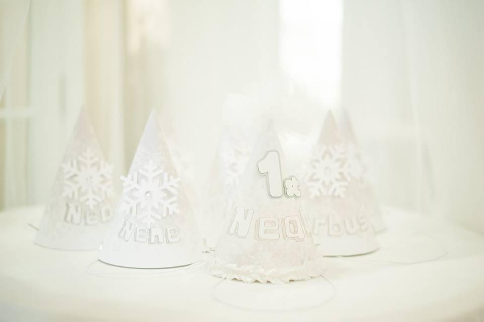 ไอเดียการจัดงานปาร์ตี้ในธีมหิมะฤดูหนาว ให้รู้สึกเหมือนอยู่ในเมืองหิมะ ทั้งแบคดรอป ลูกโป่ง การตกแต่งงาน มาสคอต และกิจกรรมสนุกๆ มากมาย