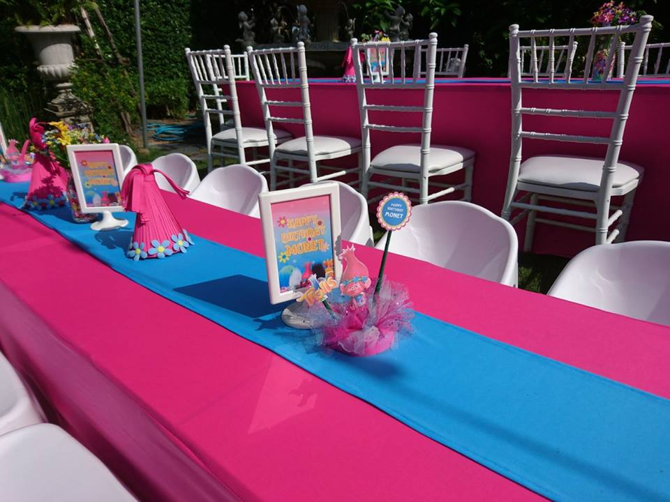 น่ารักสุดๆ กับในปาร์ตี้ธีมโปเกมอนและโทรลส์ ทั้งแบคดรอป โต๊ะเค้ก เค้กวันเกิด และขนมตามธีมงาน เราสามารถออกแบบงานพิเศษให้คุณและลูกๆ เป็นธีมใดก็ได้ตามที่ต้องการ