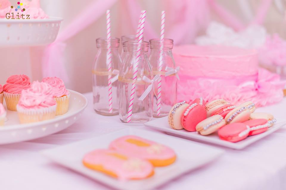 ปาร์ตี้วันเกิดธีมบัลเล่ต์สำหรับนักบัลเล่ต์ตัวน้อย ในงานมีทั้งการตกแต่งสุดน่ารัก แบคดรอป โต๊ะเค้ก เค้กวันเกิด ขนมธีมบัลเล่ต์ และอื่นๆอีกมากมาย