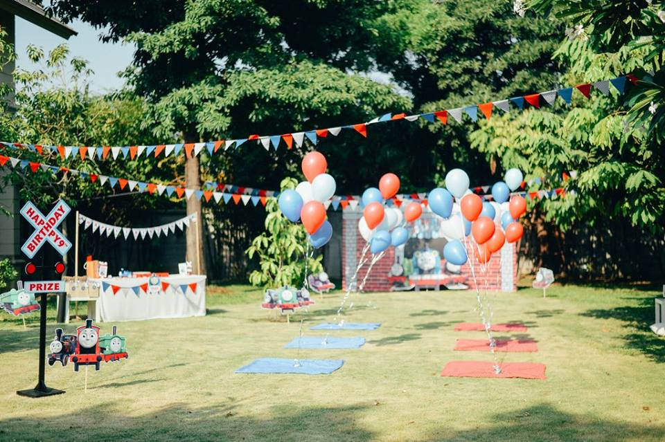 Birthday party for kids in Thomas and Friends theme including decorations, balloons, backdrop, photobooth, table setting, face painting