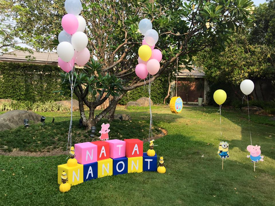 Combining 2 favorite themes, Minions and Peppa Pig, perfect birthday party for both boys and girls. Choosing us, the birthday party organizer providing decoration, birthday cake, entertainments, party games and more fun stuffs