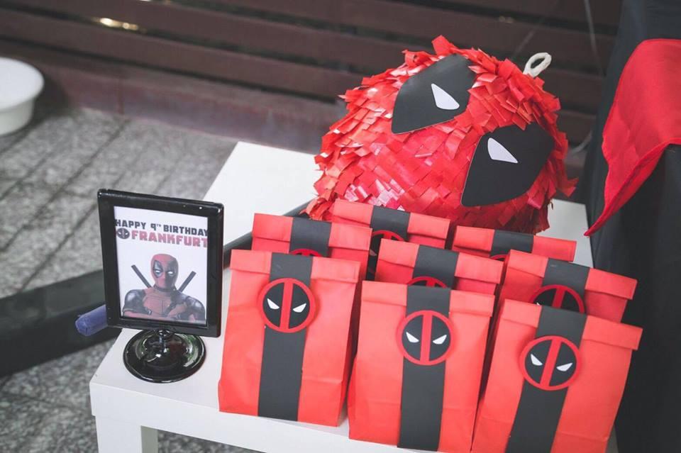 ปาร์ตี้วันเกิดธีม Deadpool กับการตกแต่งตามธีมออกแบบโดยเฉพาะ ไม่ซ้ำซากจำเจ จัดงานลูกโป่ง ออกแบบมุมถ่ายรูป โต๊ะเค้ก เค้ก ขนม และอื่นๆ