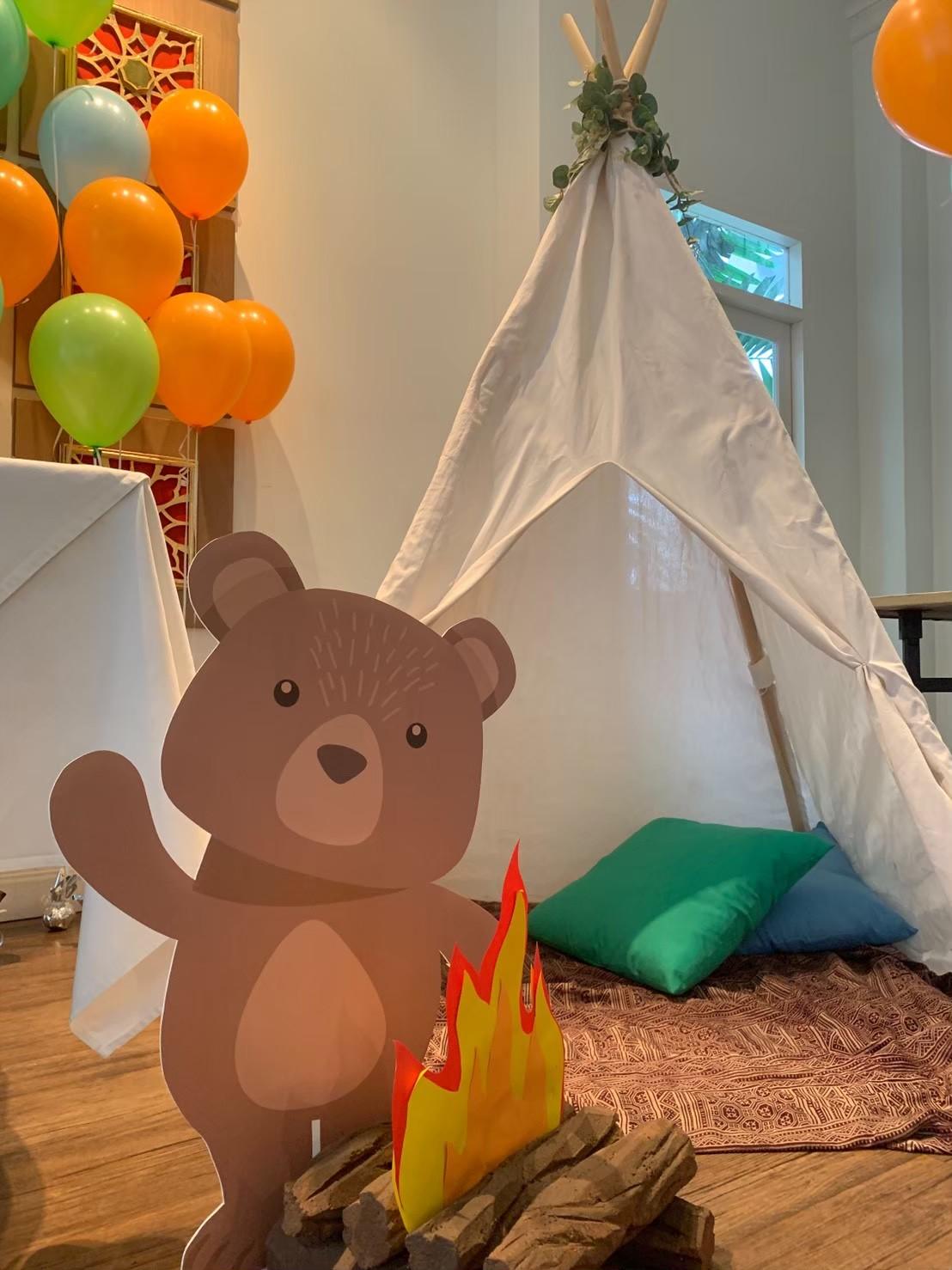 จัดปาร์ตี้ในธีมสัตว์น้อยในป่า ไอเดียการจัดงานวันเกิดน่ารักๆ ให้ลูก จัดปาร์ตี้ให้เด็กๆ ตกแต่งงานด้วยแบคดรอป มุมถ่ายรูป ซุ้มถ่ายรูป ลูกโป่ง เค้กวันเกิด