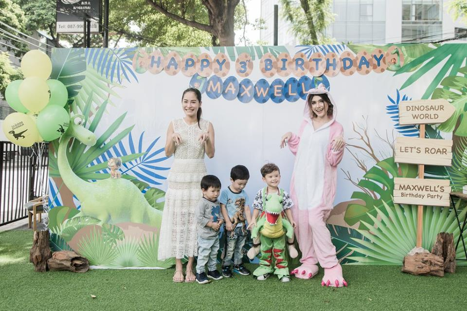 Maxwell's Dinosaur birthday party, celebrating with celeb parents, Mike and Sarah. A lot of fun activities and amazing party decorations including backdrop, balloons, kids table, dinosaur tales, cake table