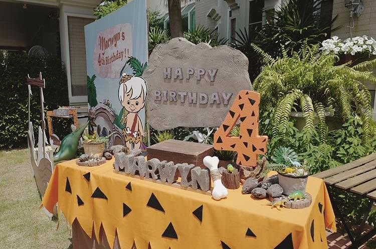 Organizing birthday party in super classic cartoon theme, Flintstones - Backdrop, balloon, cake, table decorations and fun stuffs
