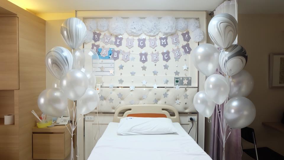 ไอเดียจัดตกแต่งห้องคลอด ตกแต่งห้องในโรงพยาบาล ตกแต่งหัวเตียง เพื่อต้อนรับน้องทารกแรกเกิด ตกแต่งด้วยลูกโป่ง พู่ห้อย แบคกราว และอื่นๆ