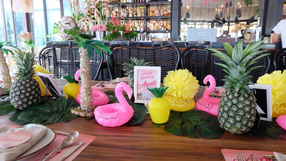 Aloha themed party ideas for birthday, baby shower, hen night including backdrop, balloons, party decoration, table setting, cake and more fun stuffs!