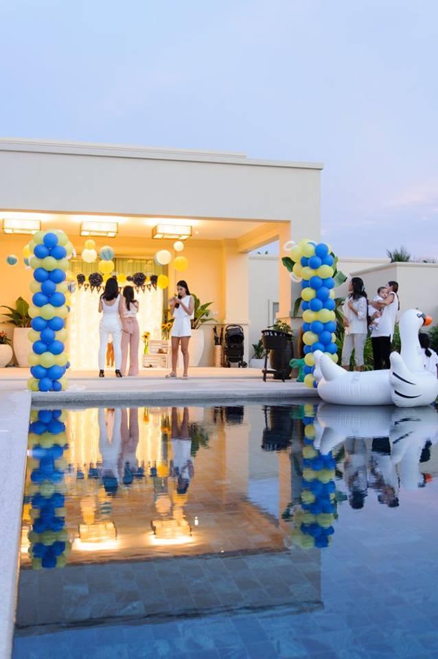 ตกแต่งงานปาร์ตี้ในโทนสีเหลืองน้ำเงิน สำหรับธีม Lively Sunflower ไอเดียการจัดงานปาร์ตี้วันเกิด ทั้งแบคดรอป ลูกโป่ง การตกแต่งงาน โชว์ การแสดง pool party และกิจกรรมสนุกๆ มากมาย