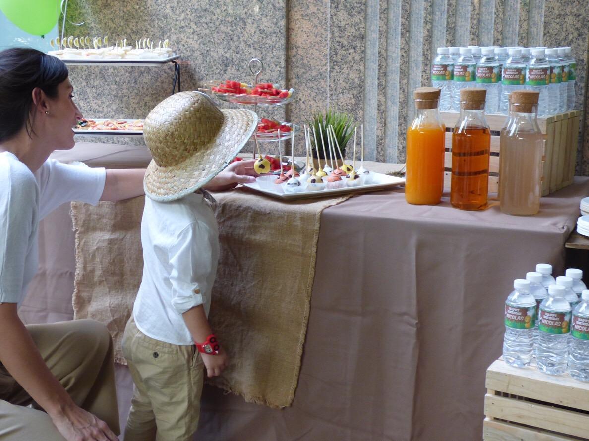 ธีมจังเกิ้ล ซาฟารี สัตว์ป่าน่ารักๆ สำหรับงานวันเกิดสุดพิเศษของเด็กๆ โดยเราออกดีไซน์ให้ตามความต้องการของคุณ - เราให้บริการตั้งแต่การตกแต่งสถานที่ ลูกโป่ง อาหาร ขนม เครื่องดื่ม และกิจกรรมต่างๆ