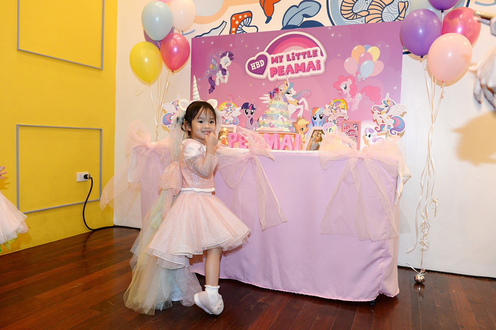 Thai actress, Aff Taksaorn's daughter, Peamai's birthday party in My Little Pony theme. We plan the birthday party, decorate the party, balloons, backdrop, cake table to make the party super cute