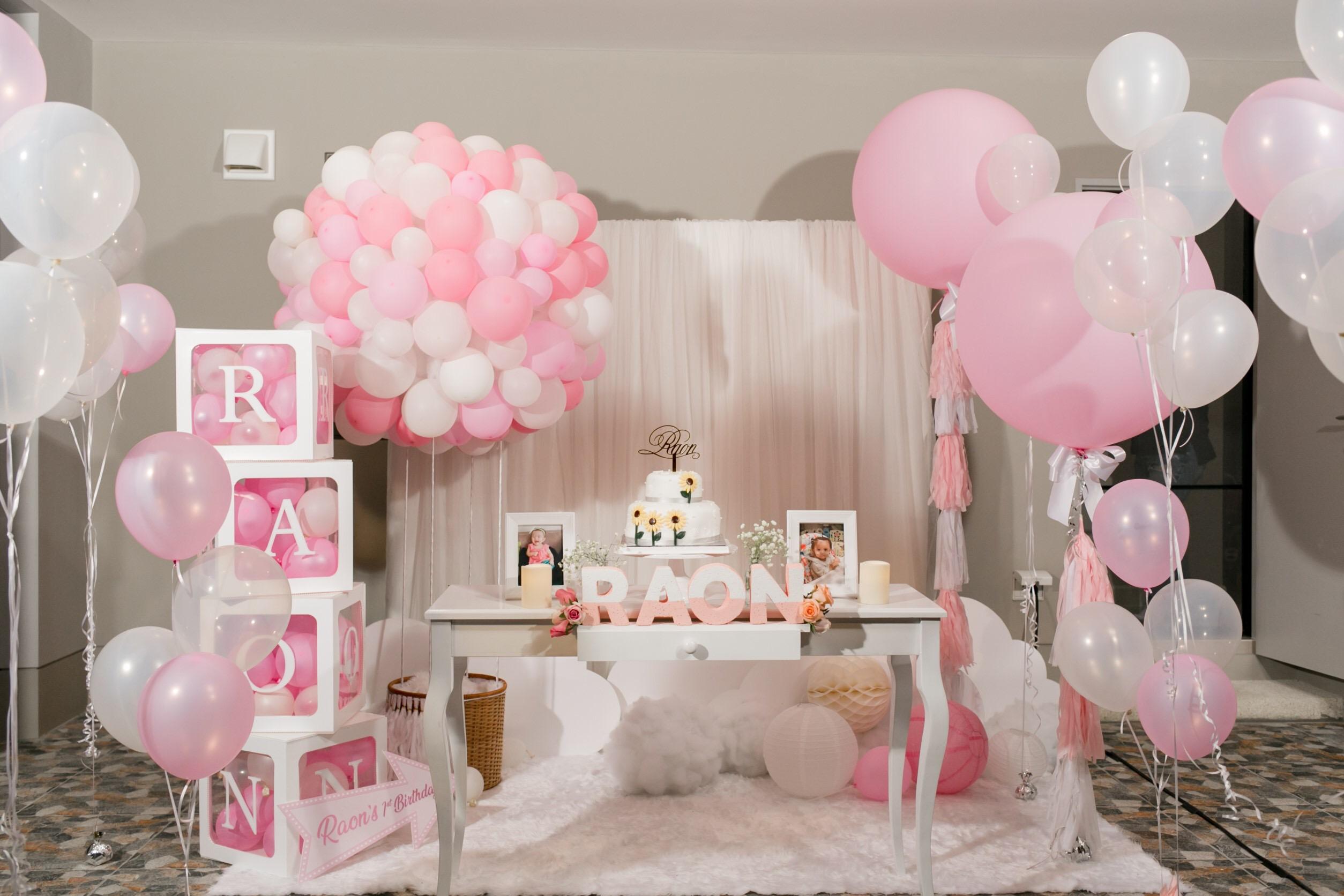 ไอเดียปาร์ตี้วันเกิดในโทนสีชมพู น่ารักสุดๆ ทั้งแบคดรอป ลูกโป่ง โต๊ะเค้ก เค้กวันเกิด และขนมตามธีมงาน