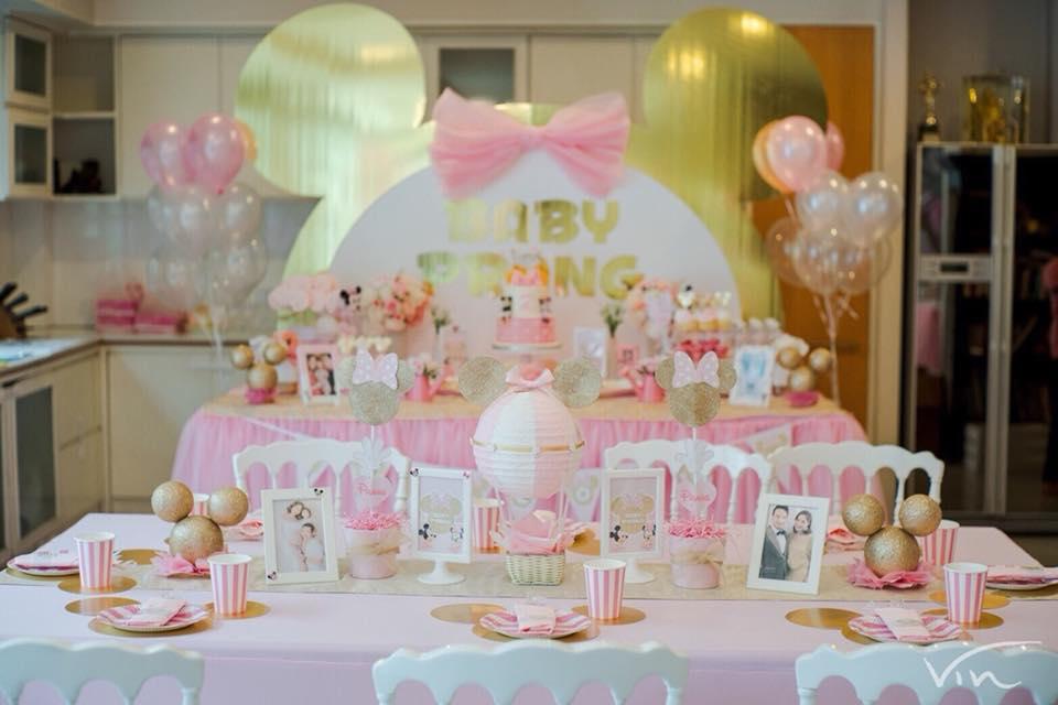 งาน Baby Shower คุณเบนซ์ พรชิตา และคุณมิค ต้อนรับน้องปราง มาในธีมมินนี่เมาส์สีชมพูสุดน่ารัก อาหาร ขนม เค้ก ตกแต่งโต๊ะอย่างสวยงามเข้าธีม