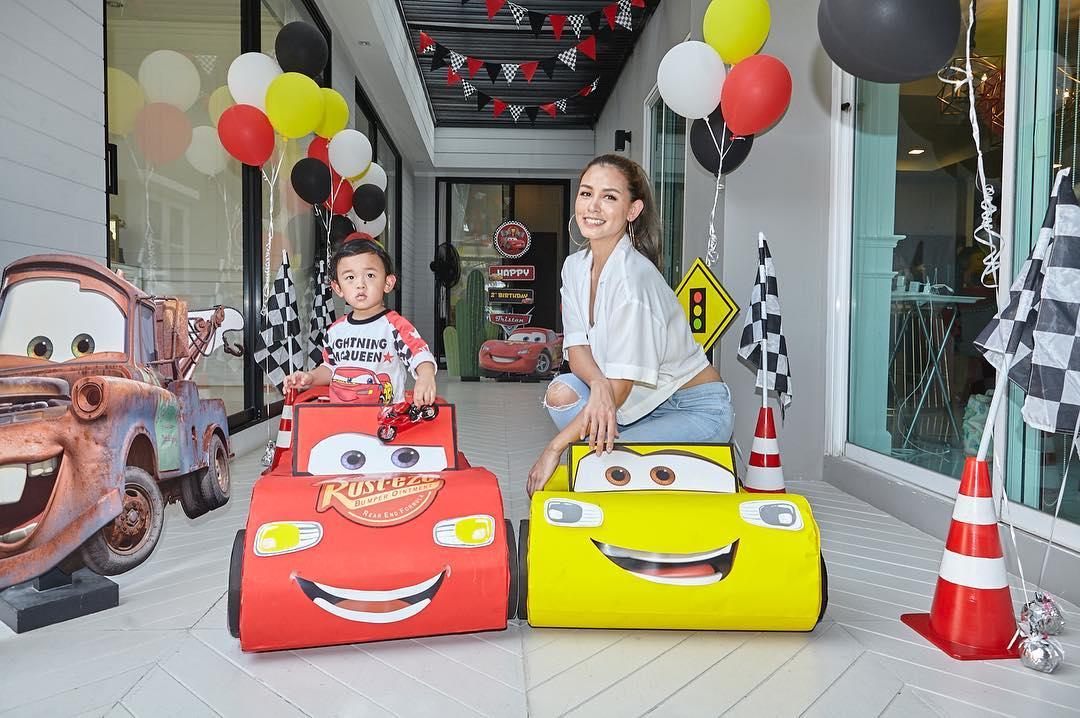 วันเกิดน้องทริสตัน ลูกชายคุณวิกกี้ สุนิสา และคุณชาย ชาตโยดม ในธีม Cars บรรยากาศปาร์ตี้อบอุ่น งานตกแต่งน่ารัก ฉากถ่ายรูปสวยงาม และกิจกรรมแสนสนุก