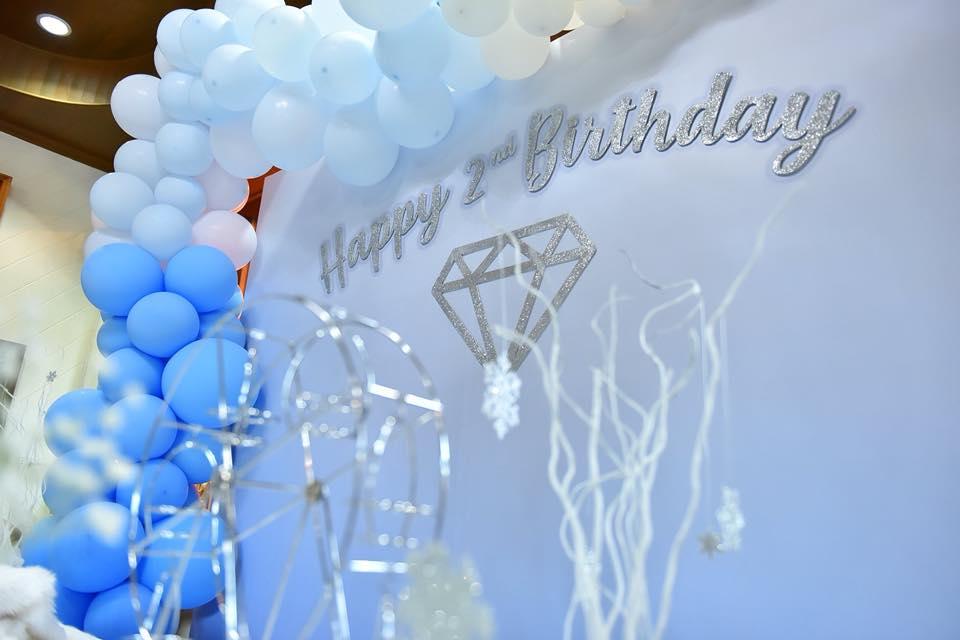 จัดปาร์ตี้วันเกิดสุดพิเศษ ตกแต่งเหมือนอยู่ดินแดนหิมะ เราจัดให้ได้ทั้งการตกแต่ง อาหาร ขนม เครื่องดื่ม ของแจกเด็กๆ และอื่นๆตามคุณต้องการ