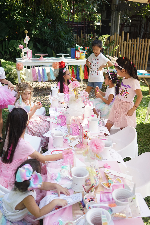 งานวันเกิดสองบี น้องบีน่าและน้องบรู้คลิน ลูกฝาแฝดคุณนานา และคุณเวย์ ในธีมงานยูนิคอร์นเลโก้ ทั้งมุมโต๊ะเค้ก ขนม โต๊ะเด็ก การตกแต่ง และลูกโป่งน่ารักๆ