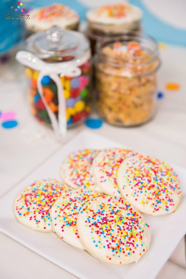ตกแต่งจัดงานวันเกิดในธีมท้องฟ้าและสายรุ้งแสนสดใส น่ารักสุดๆ ทั้งแบคดรอป โต๊ะเค้ก เค้กวันเกิด และขนมตามธีมงาน