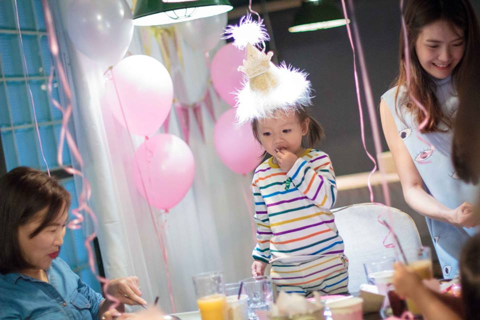 Birthday party for sweet little princess - cute themed party ideas for your baby girls' next birthday including backdrop, balloons, party decoration, mascot, games and more fun stuffs!