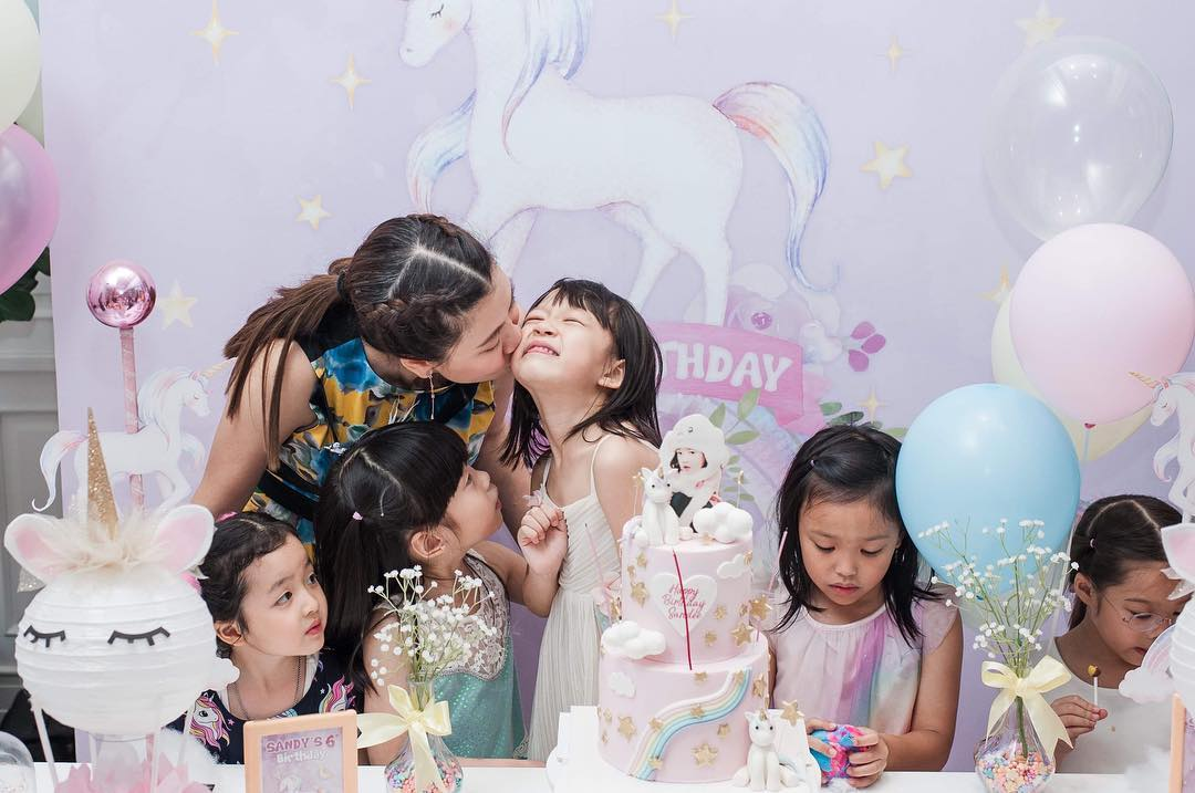 Thai celebrity's daughther, Mommy Oh Pakjira and little Sandy with the unicorn birthday party -- cute decoration, good food, cute cake, and fun stuffs