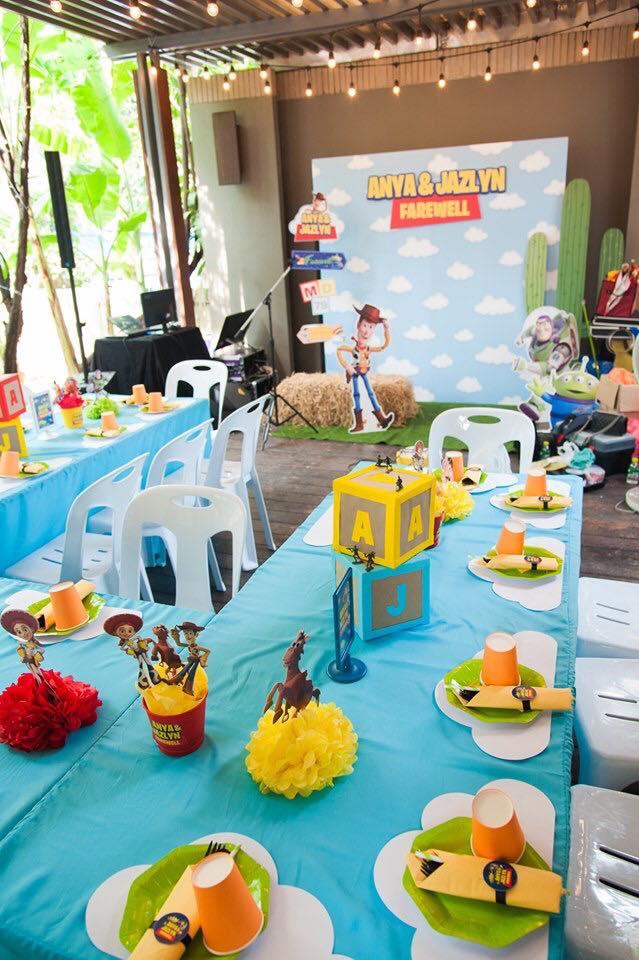 ไอเดียจัดงานวันเกิดของลูกในธีม Star Wars สุดน่ารัก ยกแก๊งของเล่นมาทั้งวู้ดดี้ บัซไลท์เยียร์ และผองเพื่อน ปาร์ตี้จัดโดย Glitz Party BKK บริการรับจัดปาร์ตี้วันเกิดแบบครบวงจร