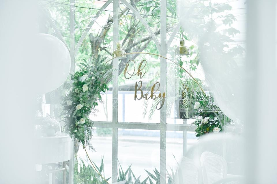 Baby Shower party idea in garden theme for mom-to-be, with photogenic decoration, perfect for friends and family to capture the best moments